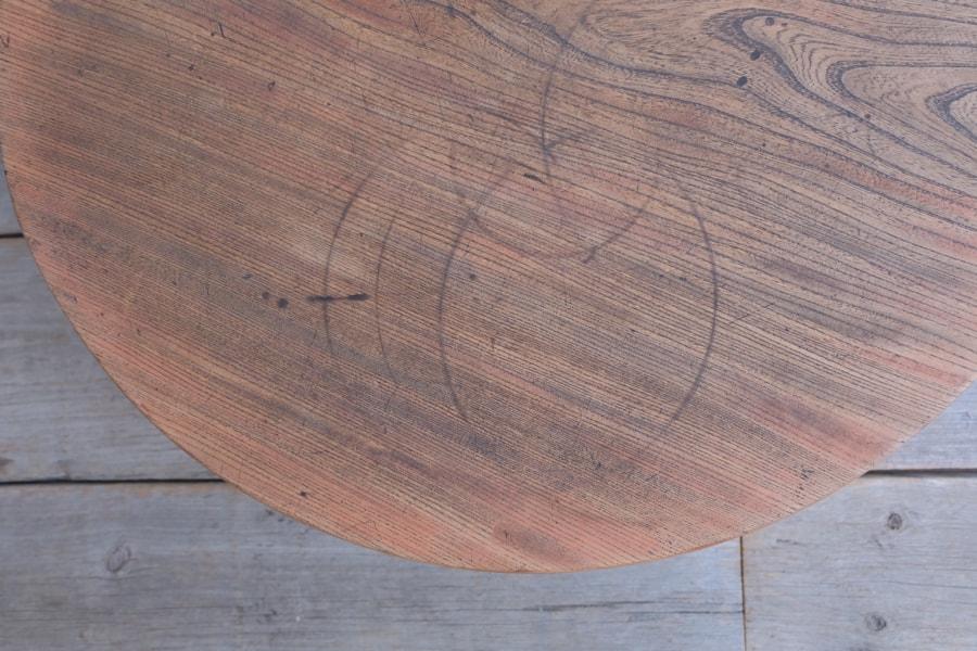 日本のアンティークの丸いローテーブル