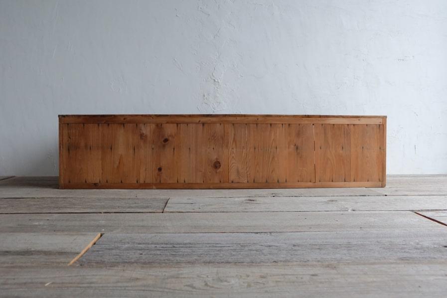 ICCAの日本のアンティークのクリ材の引き出しの多いローボード