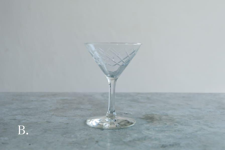 ICCAの日本のアンティークのレトロな切子ガラスのカクテルグラス