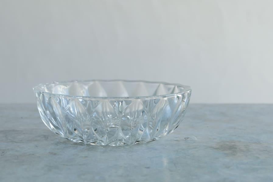 ICCAの日本のアンティークのレトロな菊模様のガラス鉢