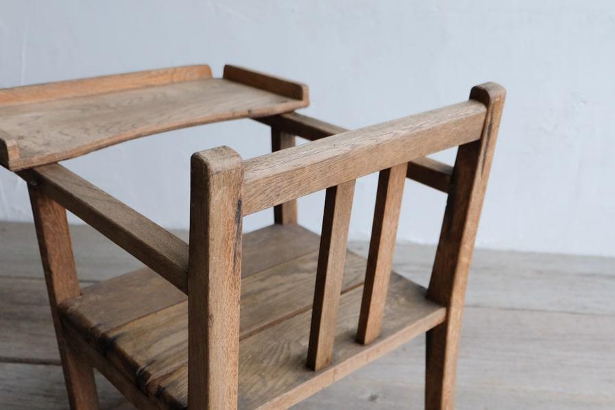 ICCAの和家具のお盆付きの小さな子供椅子