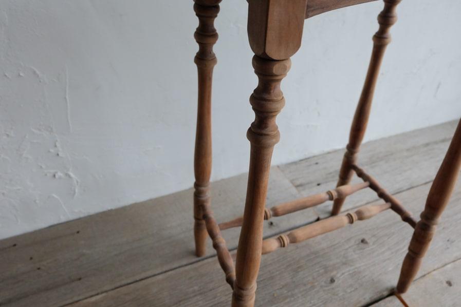 日本のアンティークのろくろ脚デザインのシンプルな花台