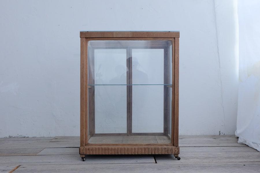アンティークのガラスショーケース