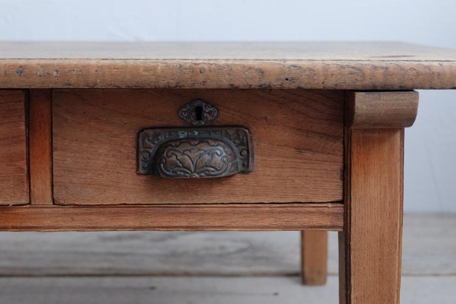 日本のアンティークのシンプルな引き出し付きのコーヒーテーブル
