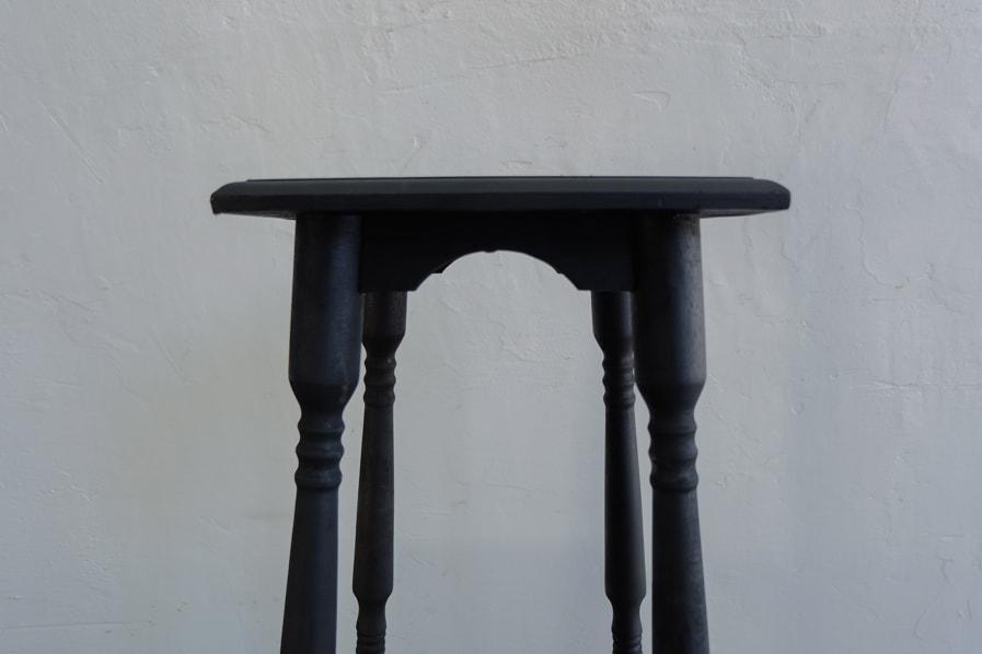 日本のアンティークのろくろ脚デザインの黒い花台