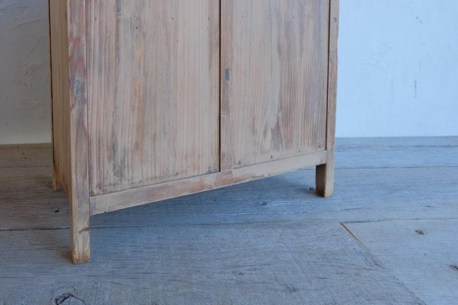 真鍮取っ手の棚