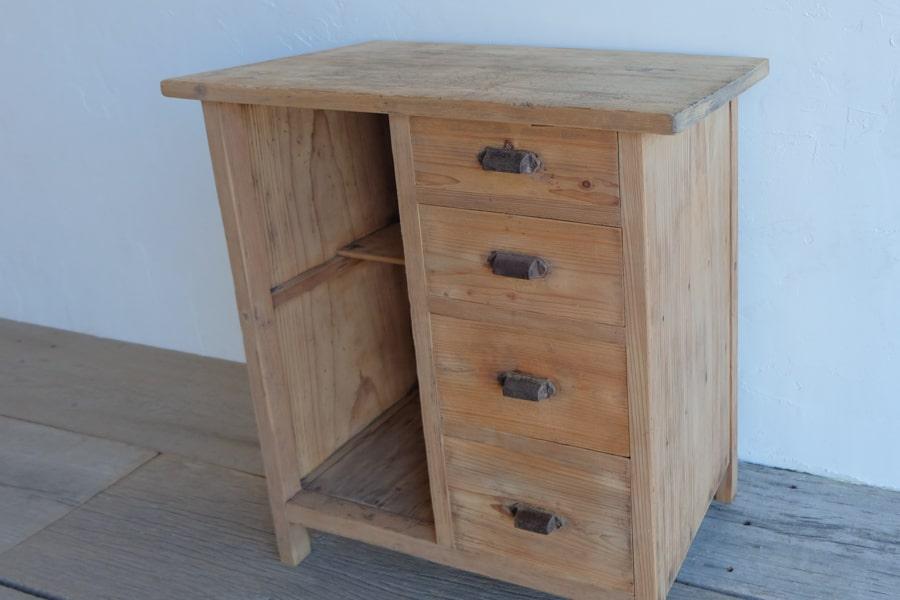 和家具のコンソールテーブル