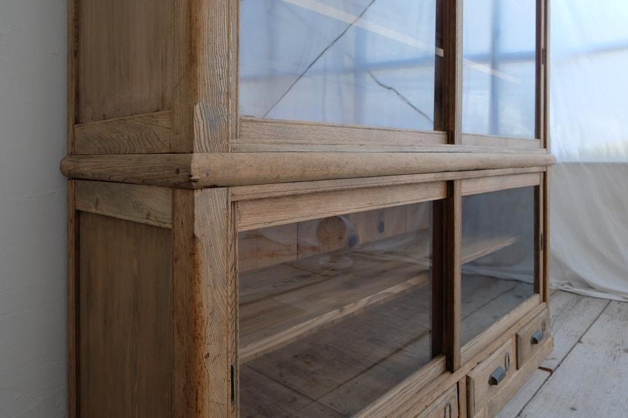 ICCAの日本のアンティークの和の食器棚
