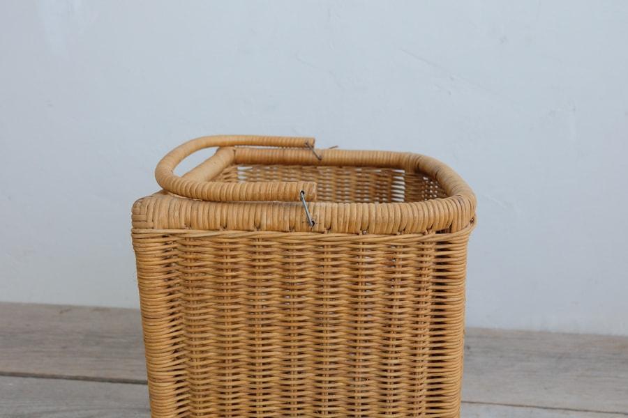 手編みの籐の古籠