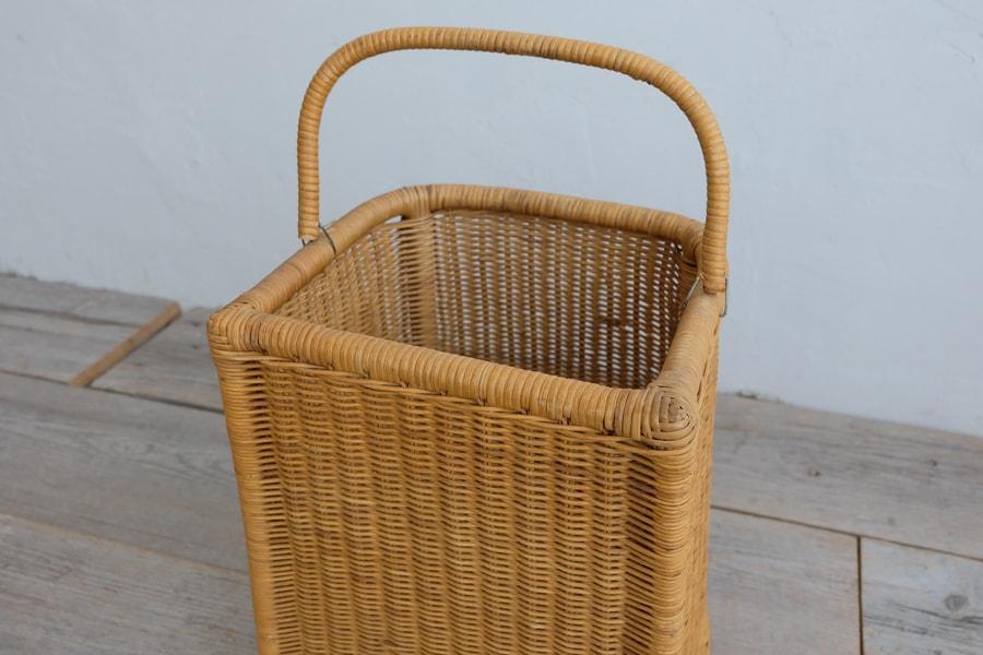 編み込みの籐の古籠