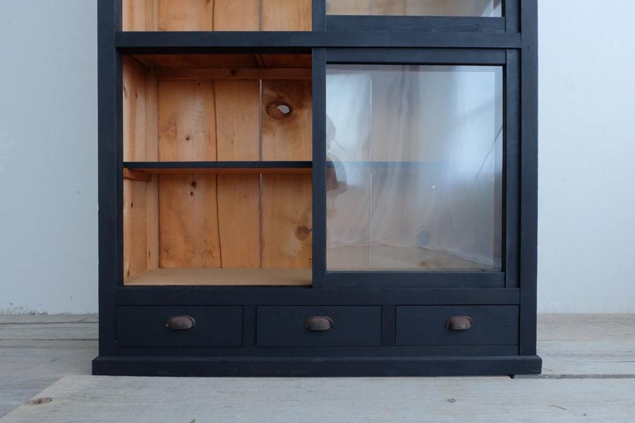 日本の古道具の黒い飾り棚