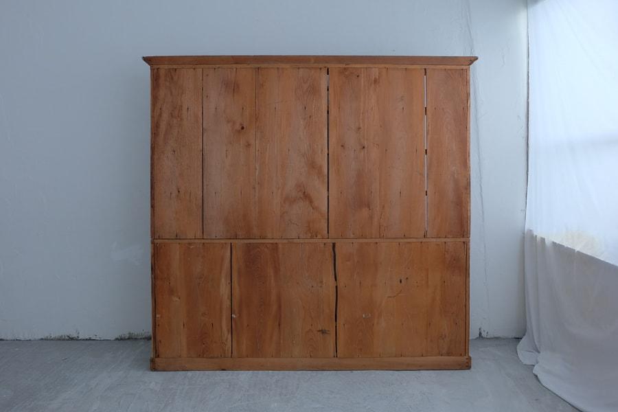 ICCAの日本の古家具の大きな本棚