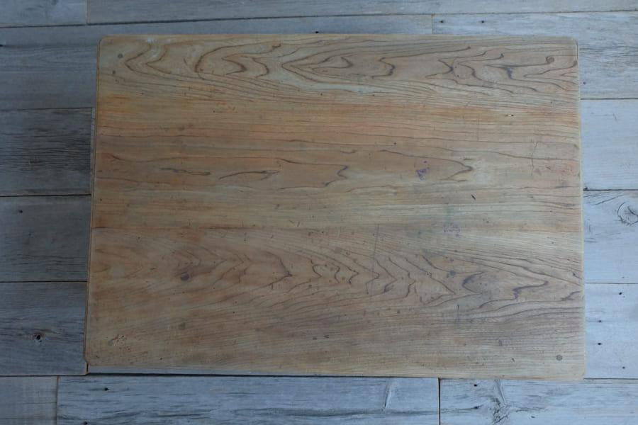 アンティークの日本のシンプルなデザインのリビングテーブル