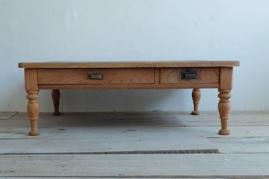 日本のアンティークのシンプルなケヤキのリビングテーブル