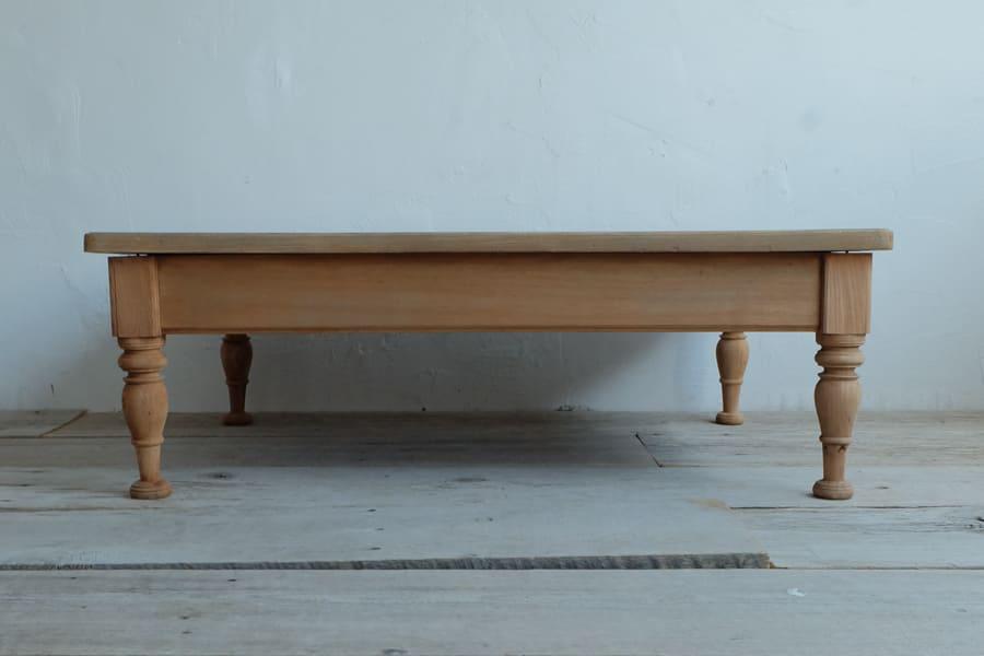 日本のアンティークのケヤキ材の天板のリビングテーブル