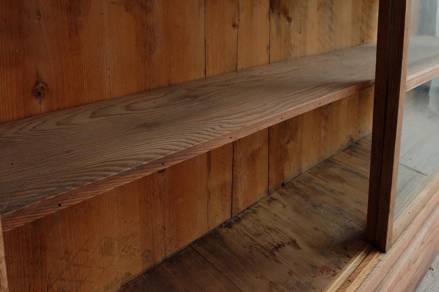 ICCAの日本の古家具の台形の飾り棚