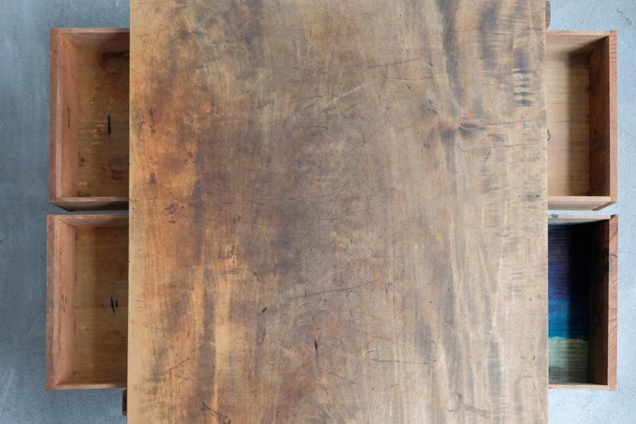 和のアンティークのシンプルなデザインのセンターテーブル