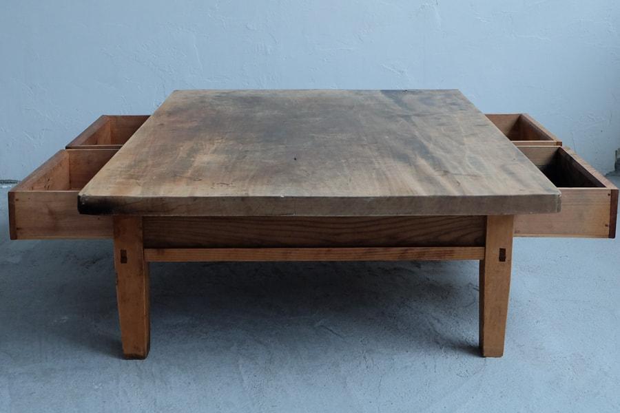 日本のアンティークの経年した天板のセンターテーブル