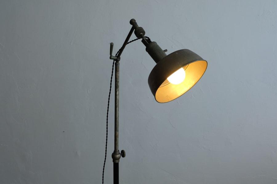 アンティークのスタンドライト間接照明
