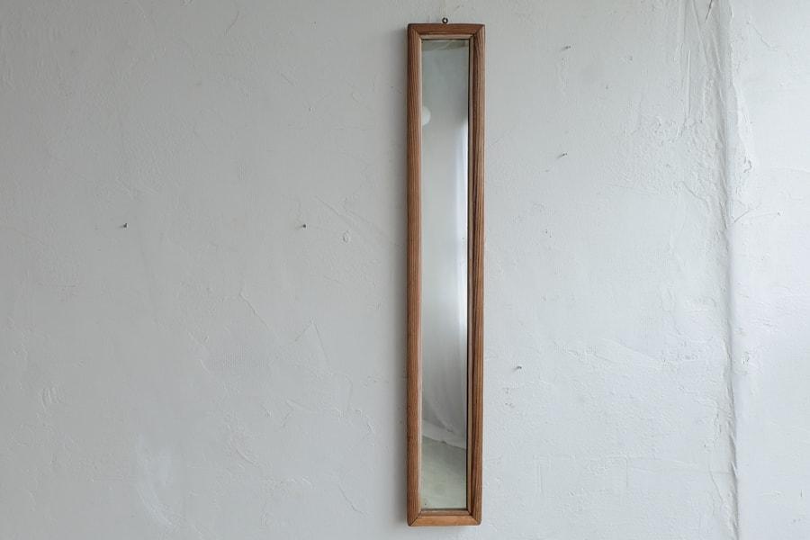 アンティークの脚付きの姿見の鏡