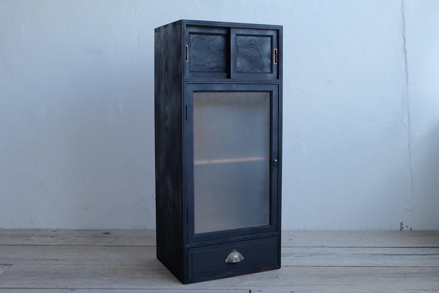 古道具の黒い棚