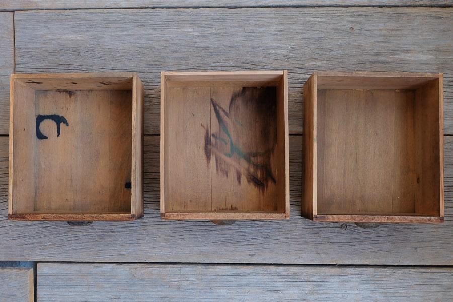 日本のアンティークの17杯の引き出し収納