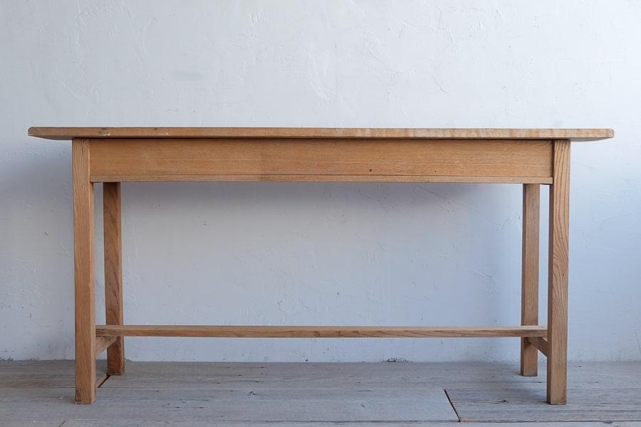 アンティークのクリ材の引き出し付きのカウンターテーブル