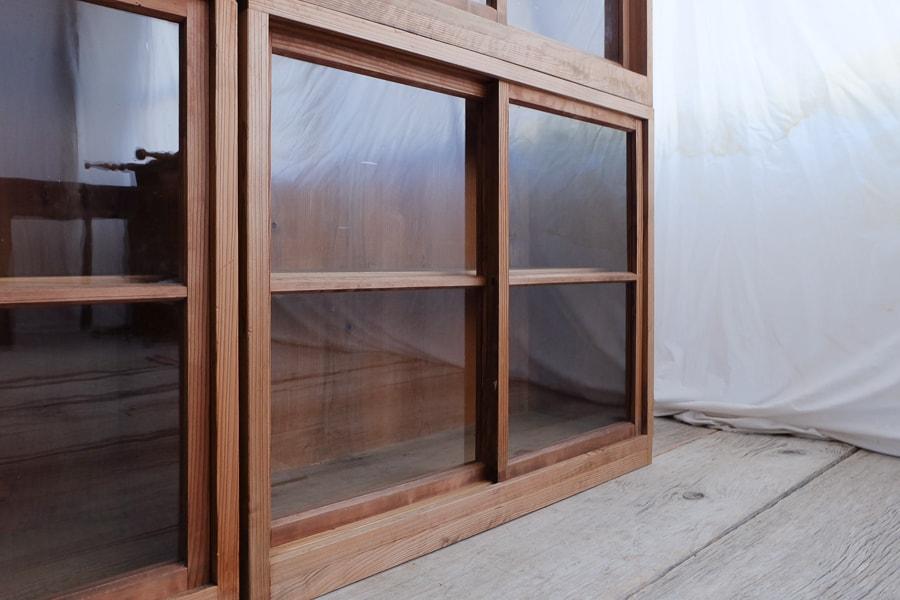 ICCAの日本のアンティークのガラスの収納棚