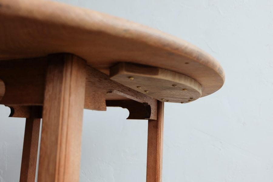 日本のアンティークの丸テーブル