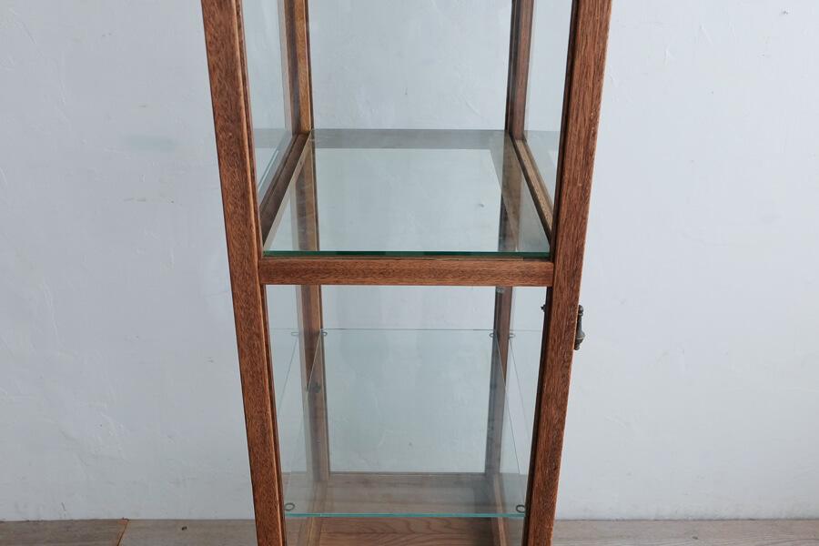 アンティークの背の高いガラスショーケース