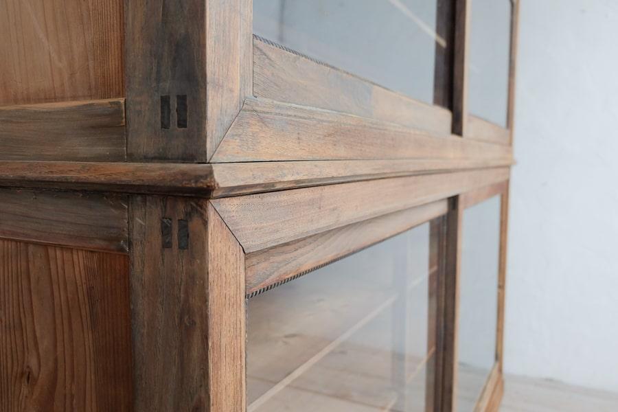 ICCAの日本の古家具のクリの大きな食器棚