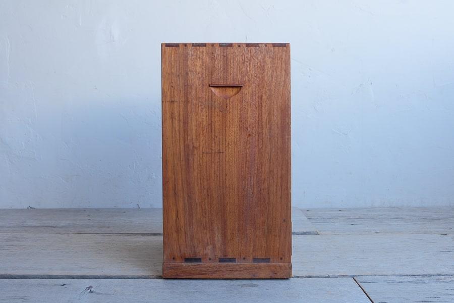 日本のアンティークの小さな縦長の小箱
