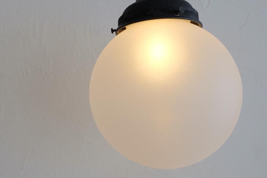 日本のアンティーク調のすりガラスの照明