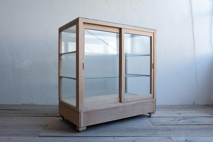 アンティークのガラスショーケース型のセカンドキッチン