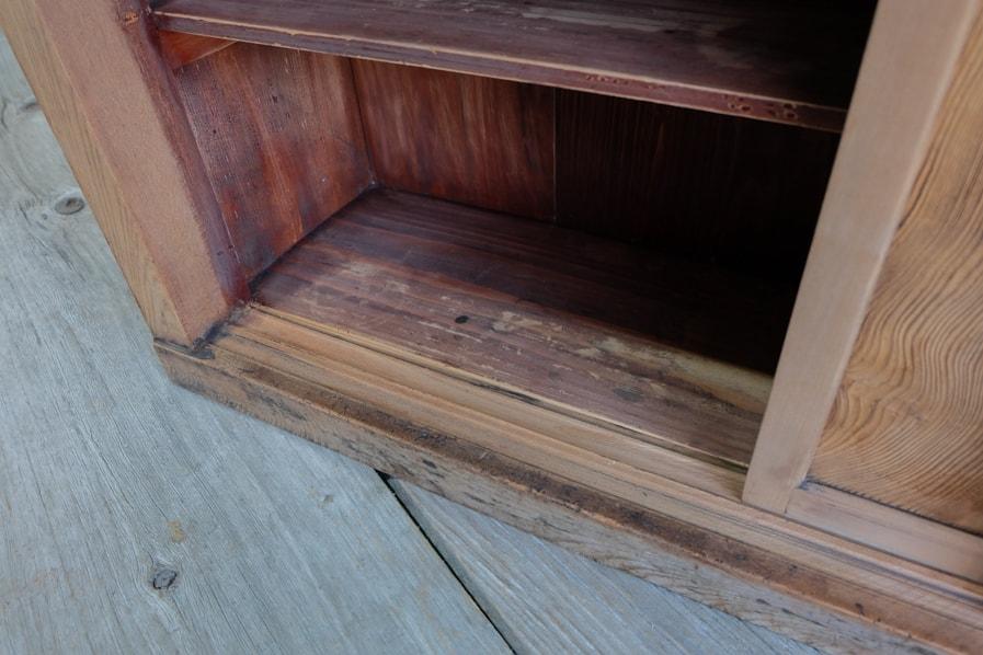 ICCAの日本のアンティークの重厚なケヤキのテレビボードに使える収納戸棚