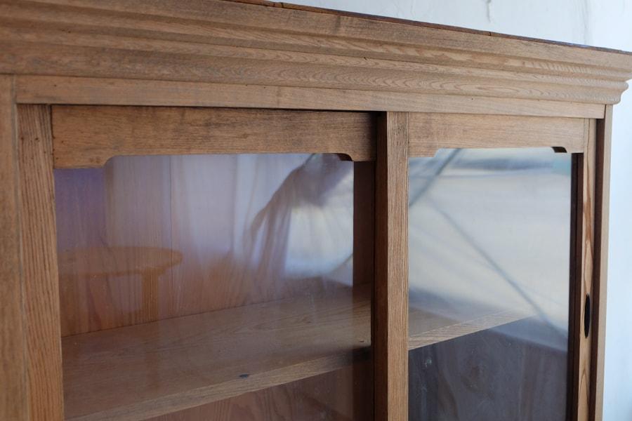 ICCAの日本のアンティークのセンの飾り棚