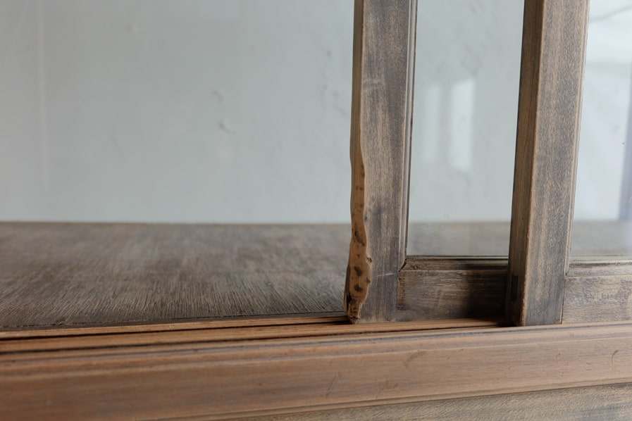 ICCAの日本のアンティークのサクラ材のシンプルなガラスショーケース