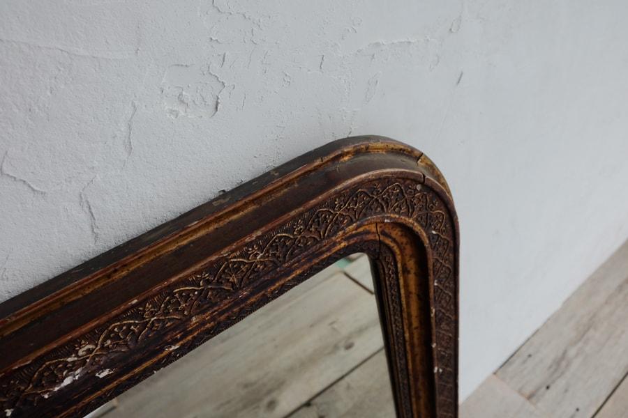 銅色のアンティークミラー