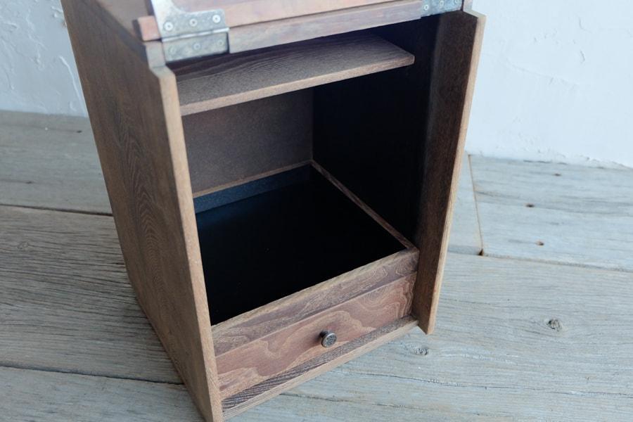 レトロなアンティーク鏡付き収納箱