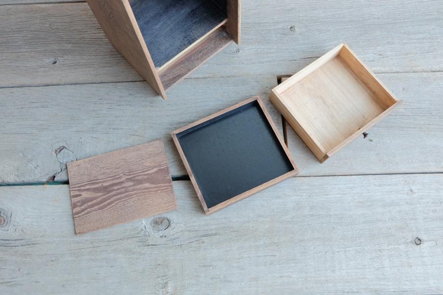 和家具のアンティーク鏡付き収納箱