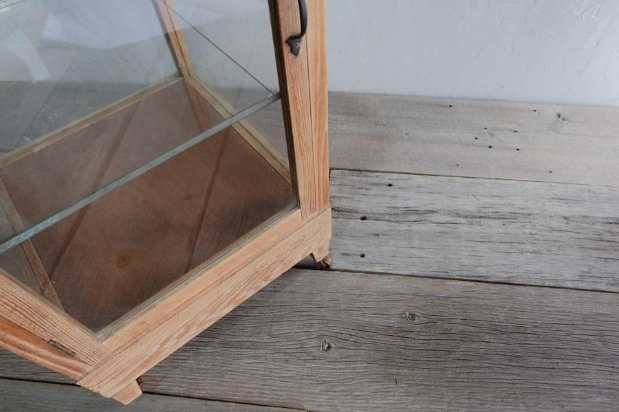 レトロなアンティークガラスショーケース