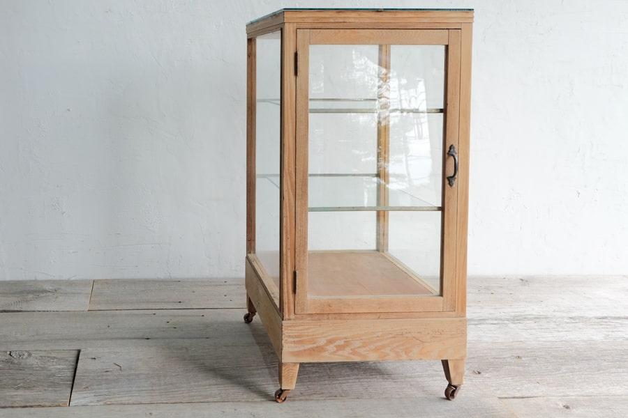 和家具のガラスショーケース