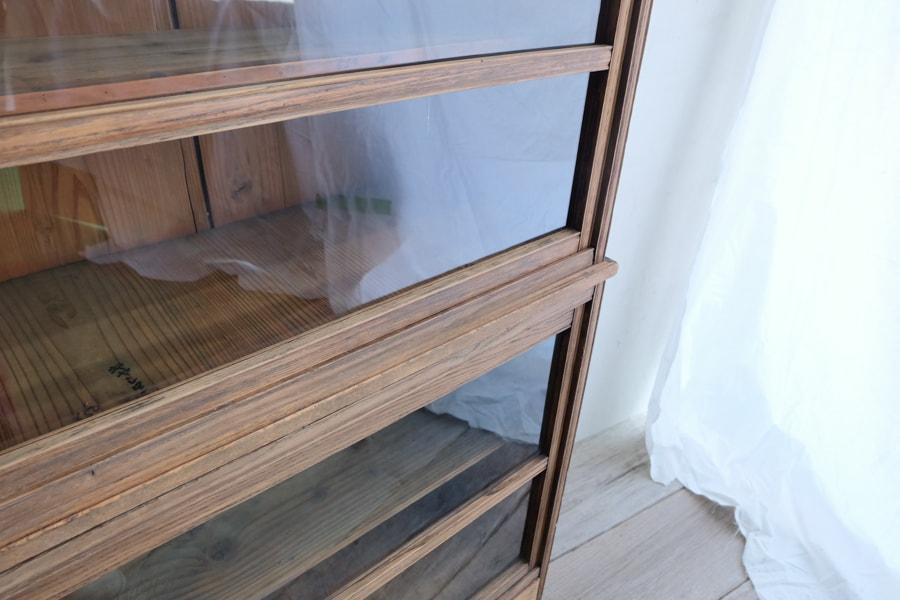 ICCAの日本のアンティークのクリ材の大きな二段の食器棚