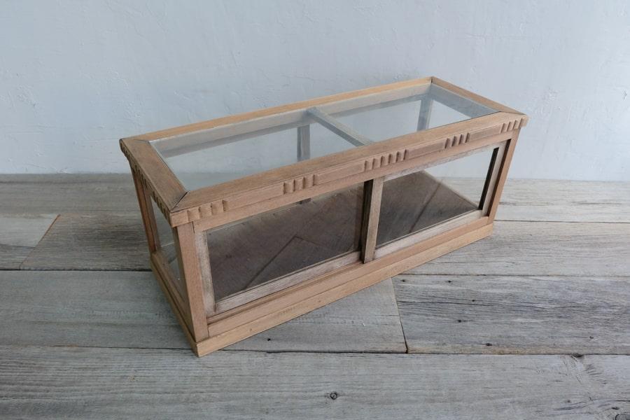 ICCA日本のアンティークの横長の卓上ガラスショーケース