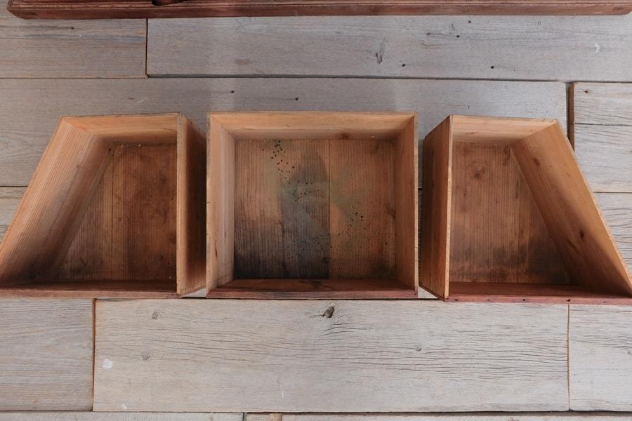 ICCAの日本のアンティークのケヤキの飾り棚