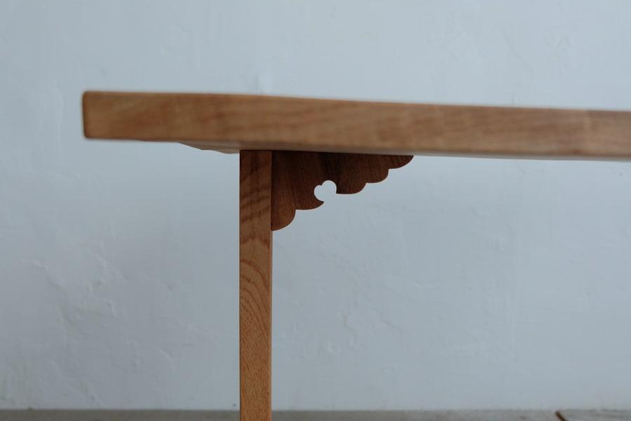 日本のアンティークのサイドテーブル