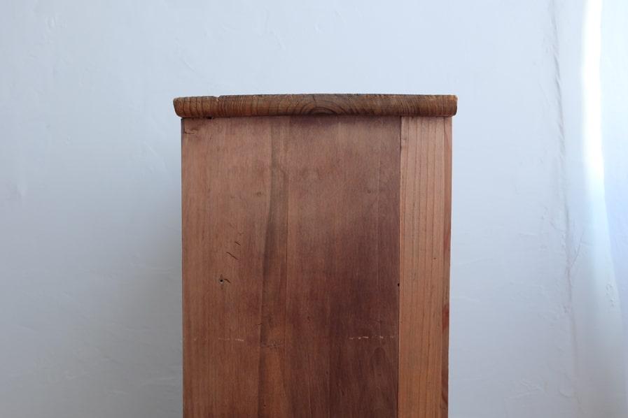 ICCAの日本のアンティークの小さい飾り棚