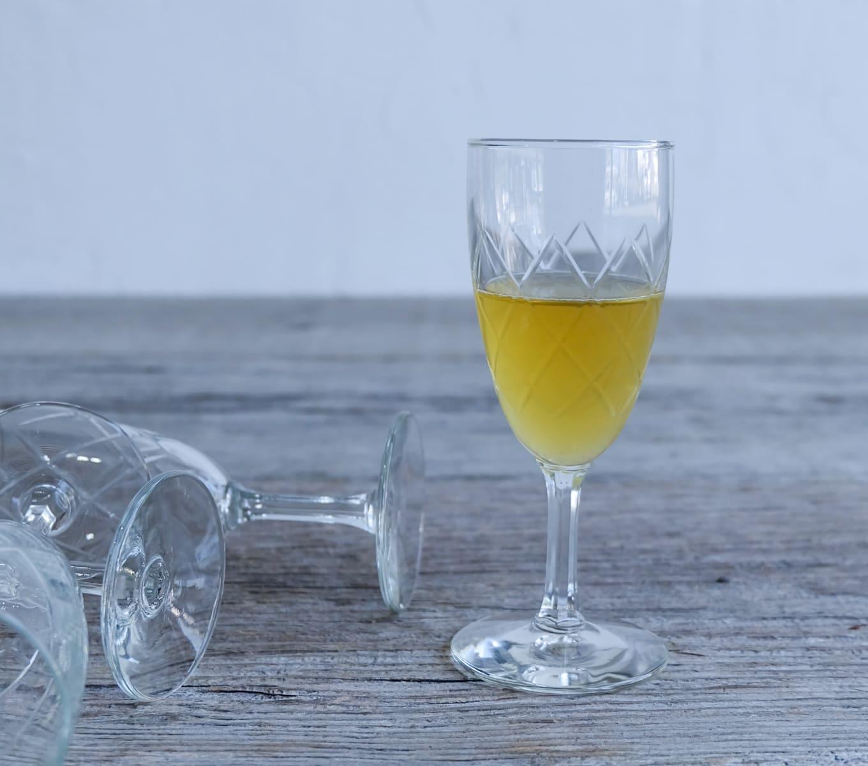 ICCAの日本のアンティークのレトロな切子ガラスのワイングラス