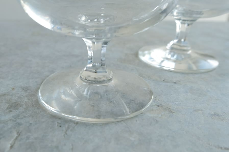 ICCAの日本のアンティークのレトロな切子ガラスのブランデーグラス
