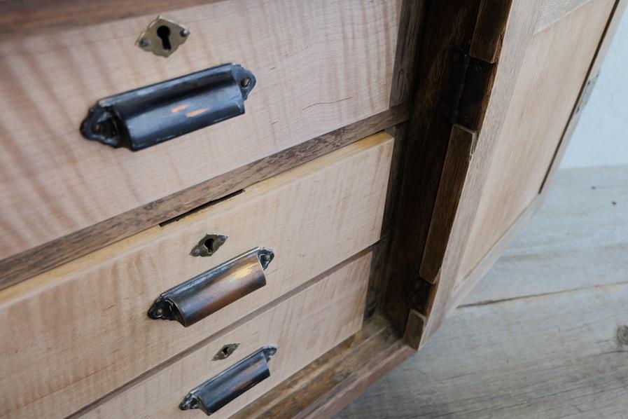 ICCAの日本のアンティークの玉飾りの5杯の引き出しの収納棚